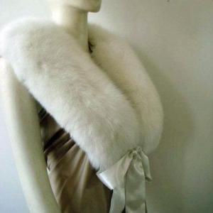 White Fox Fur Collars Manufactures