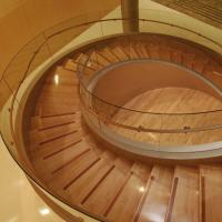 China Customized Wooden Curved Structure Staircase/Luxury stairs on sale