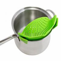 Universal Silicone Pot And Pan Strainers , Clip On Silicone Strainer With Handle Holder Manufactures
