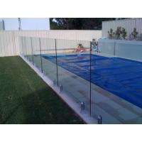 R2 Corner Pool Fencing Glass Panel Thermal Stability Withstand 250℃ Manufactures