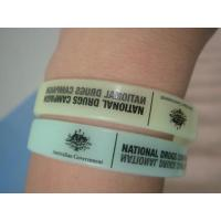 Customize glow in the dark Silicon Wristbands Manufactures